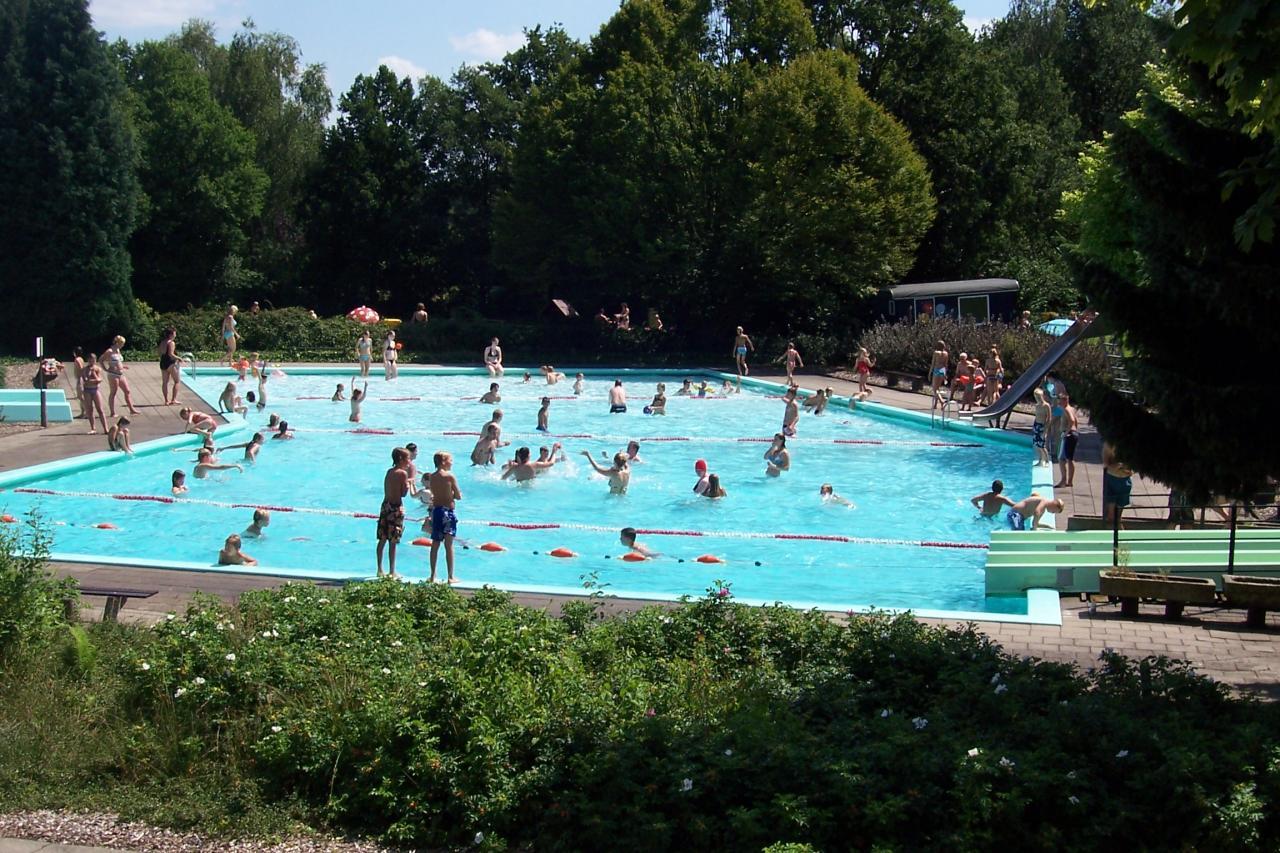 """Zwembad – en recreatiebad """"De Meene""""."""